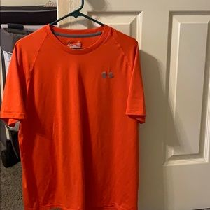 Large under armour t shirt